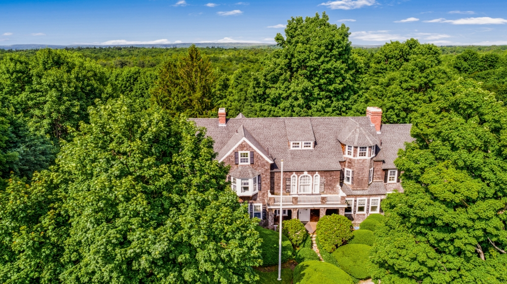 Massachusetts bed and breakfast inn for sale - Possibilities are Endless - 20 Worcester Road, Princeton MA