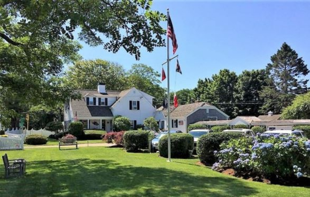 bed and breakfast inn for sale - Lovingly Restored & Updated Chatham, Cape Cod B&B