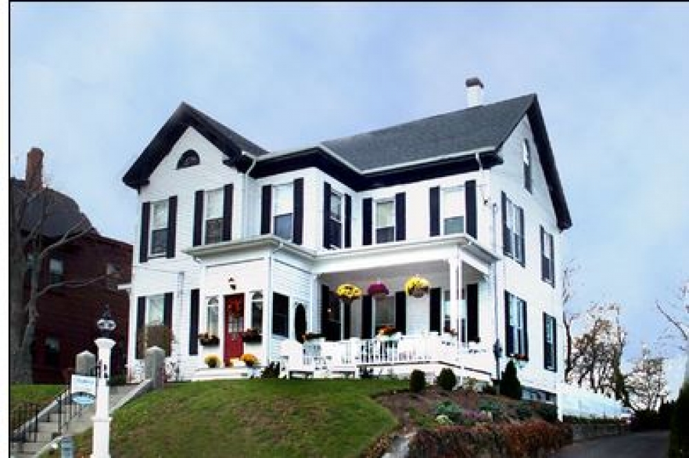 Massachusetts bed and breakfast inn for sale - Seabreeze Inn Bed & Breakfast