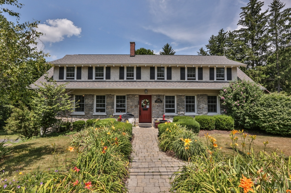 New-York bed and breakfast inn for sale - Genesee Country Inn