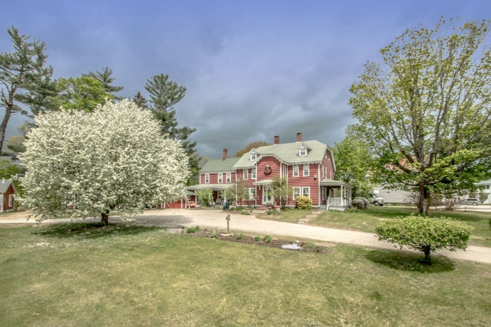 New-Hampshire bed and breakfast inn for sale - Old Red Inn