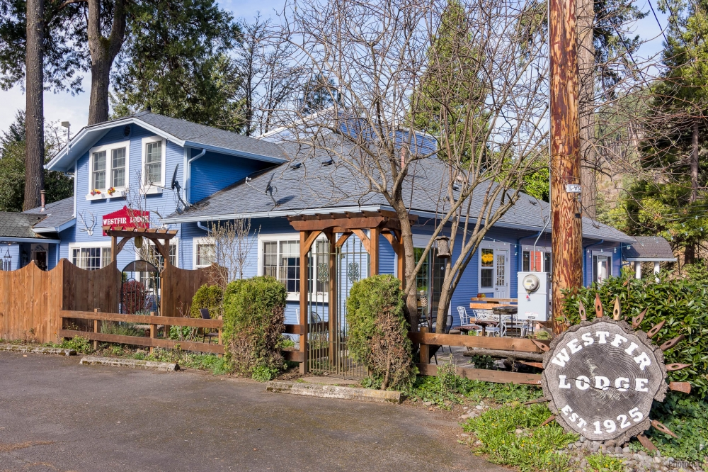 Oregon bed and breakfast inn for sale - Westfir Lodge, A Bed & Breakfast