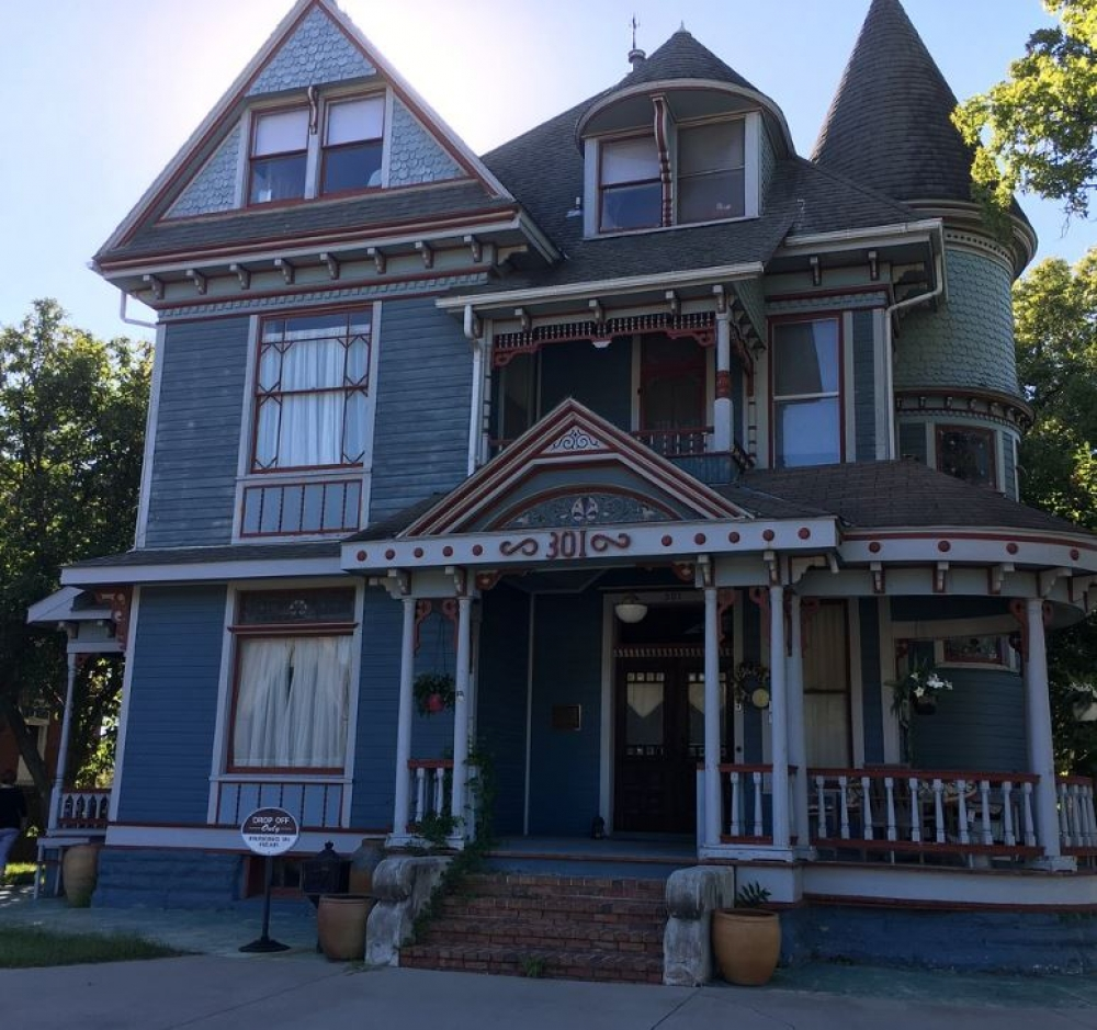 Missouri bed and breakfast inn for sale - Haysler House Bed and Breakfast Inn