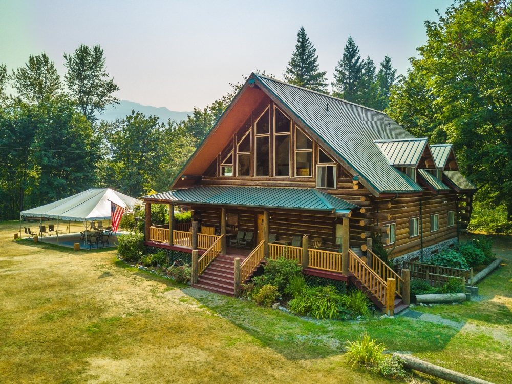 Washington bed and breakfast inn for sale - Wallace Falls Lodge- A Vacation/Short term rental & Lodge