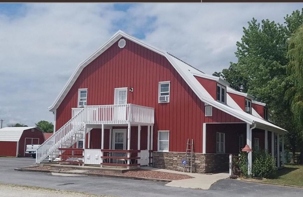 Missouri bed and breakfast inn for sale - Big Red Barn-Former Bed and Breakfast in Seymour, Missouri