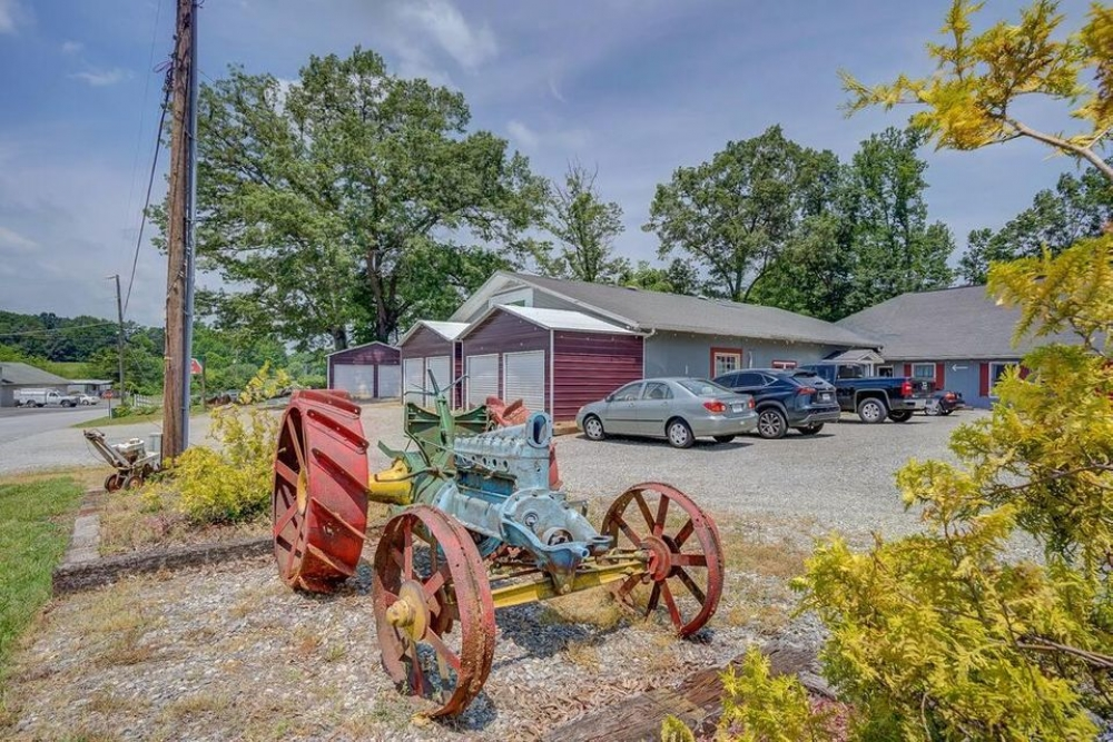bed and breakfast inn for sale - Barn By The Bay
