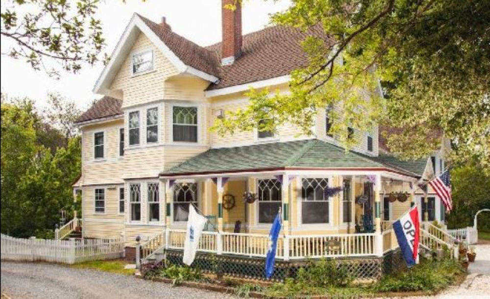 Massachusetts bed and breakfast inn for sale - Inn at the Oaks