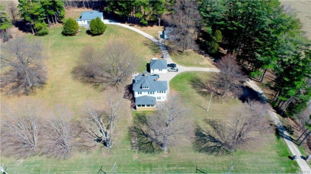 bed and breakfast inn for sale - Bayside Manor and Barn