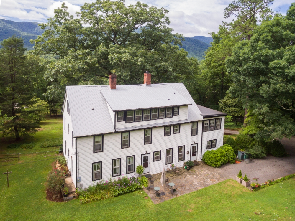 North-Carolina bed and breakfast inn for sale - Black Mountain Inn