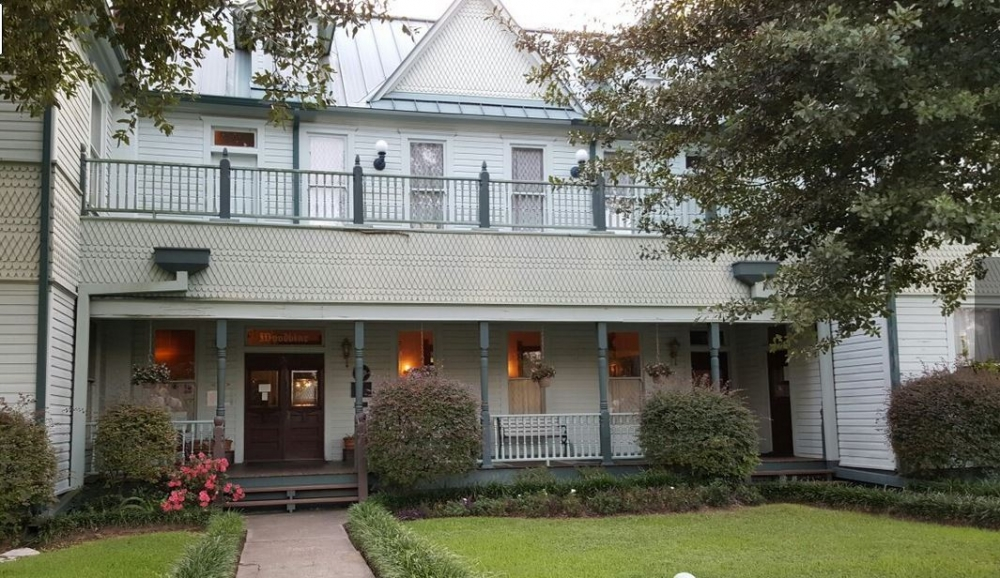 Texas bed and breakfast inn for sale - Woodbine Hotel and Restaurant