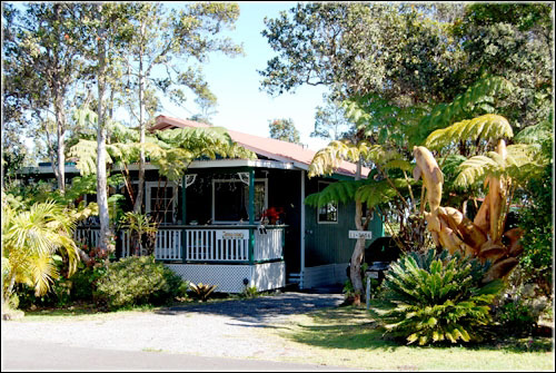 Hawaii bed and breakfast inn for sale - The Artist Cottage and Country Cottage and Hawaiin Experience