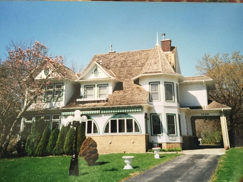 Iowa bed and breakfast inn for sale - Chestnut Charm Bed and Breakfast