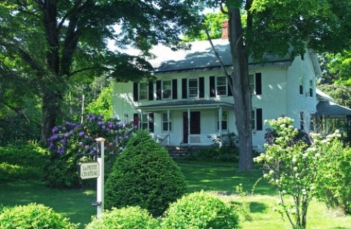 New-York bed and breakfast inn for sale - Le Petit Chateau Inn